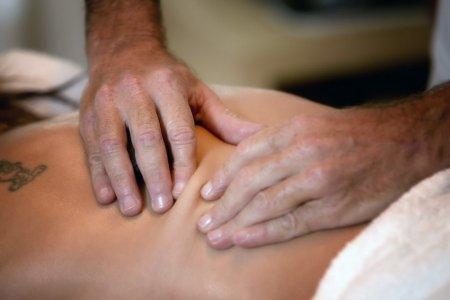 עיסוי רפואי משולב בחבילת ספא אישית ממטפל
