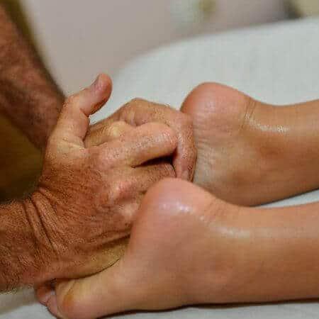 טיפולים בקסם במגע עיסוי קצוות