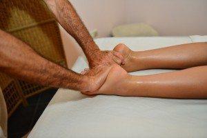 רפלקסולוגיה לטפל בגוף דרך כפות הרגלים